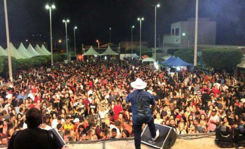 João Pedro de Mato Grosso reúne grande público em praça pública