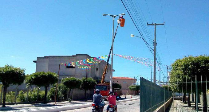 Prefeitura realiza troca de lâmpadas na principal avenida da cidade de Mato Grosso