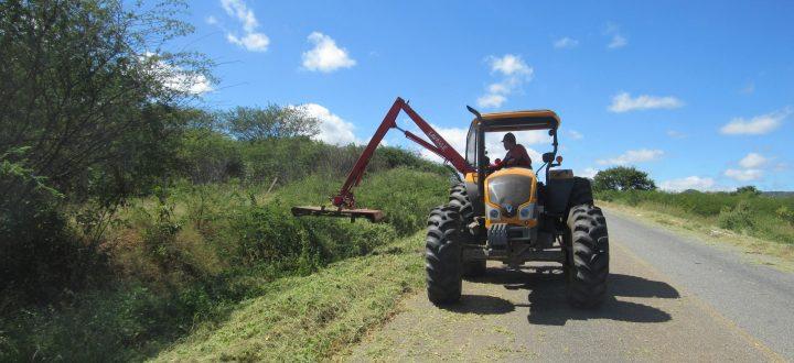 Prefeitura de Mato Grosso realiza roço em rodovia PB-327, que dá acesso ao município