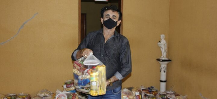 Prefeitura entrega cestas básicas para mulheres inscritas no programa Rainha do Lar