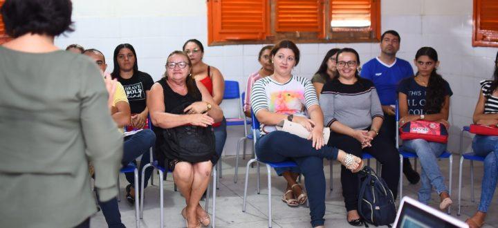Secretaria de Educação realiza formação com profissionais sobre nova Base Nacional Comum Curricular